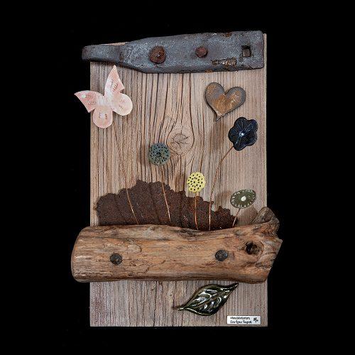 Trä, keramik och rost 22 x 35 cm